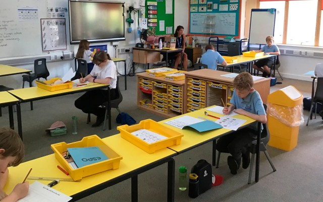 Reino Unido cancela plan de regreso a clases antes de vacaciones de verano - Reino Unido escuelas coronavirus COVID-19