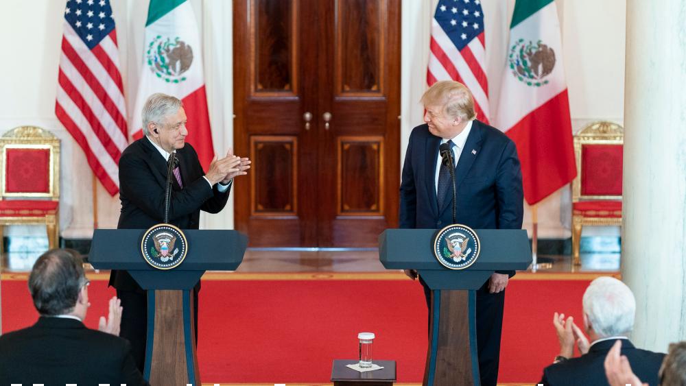 """López Obrador visualiza una """"nueva etapa"""" con EE.UU. al volver de Washington - Foto de The White House"""