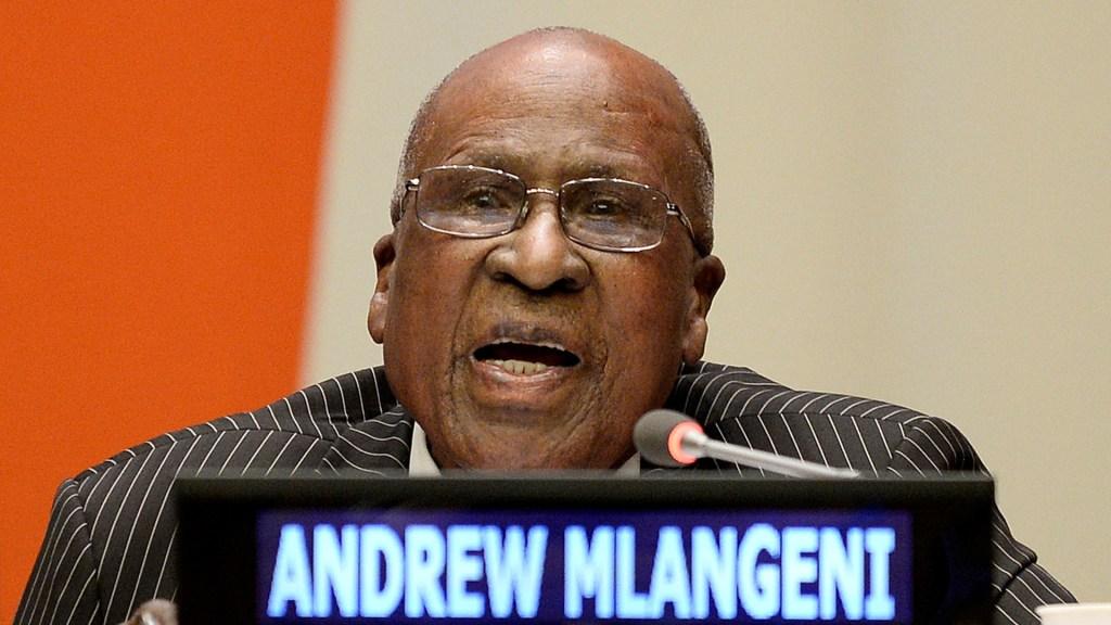 Murió Andrew Mlangeni, héroe de la lucha contra el apartheid - Andrew Mlangeni en el Consejo General de la ONU. Foto de EFE / Archivo