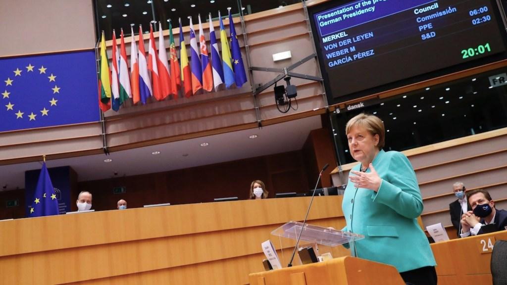 """""""COVID-19 está mostrando los límites del populismo que niega los hechos"""", asegura Angela Merkel - Foto de EFE"""