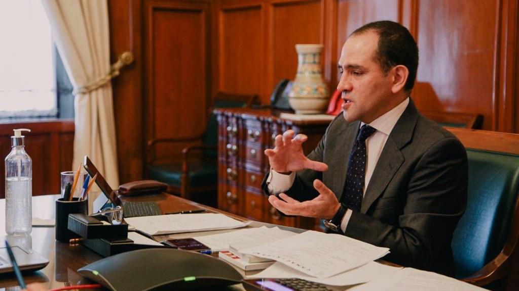 Arturo Herrera señala que el cubrebocas es un elemento clave para relanzar la economía - Arturo Herrera en reunión con la Canacintra. Foto de @ArturoHerrera_G