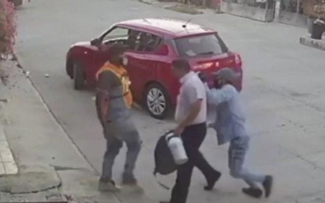 #Video Roban vehículo a hombre en Cancún - Captura de pantalla