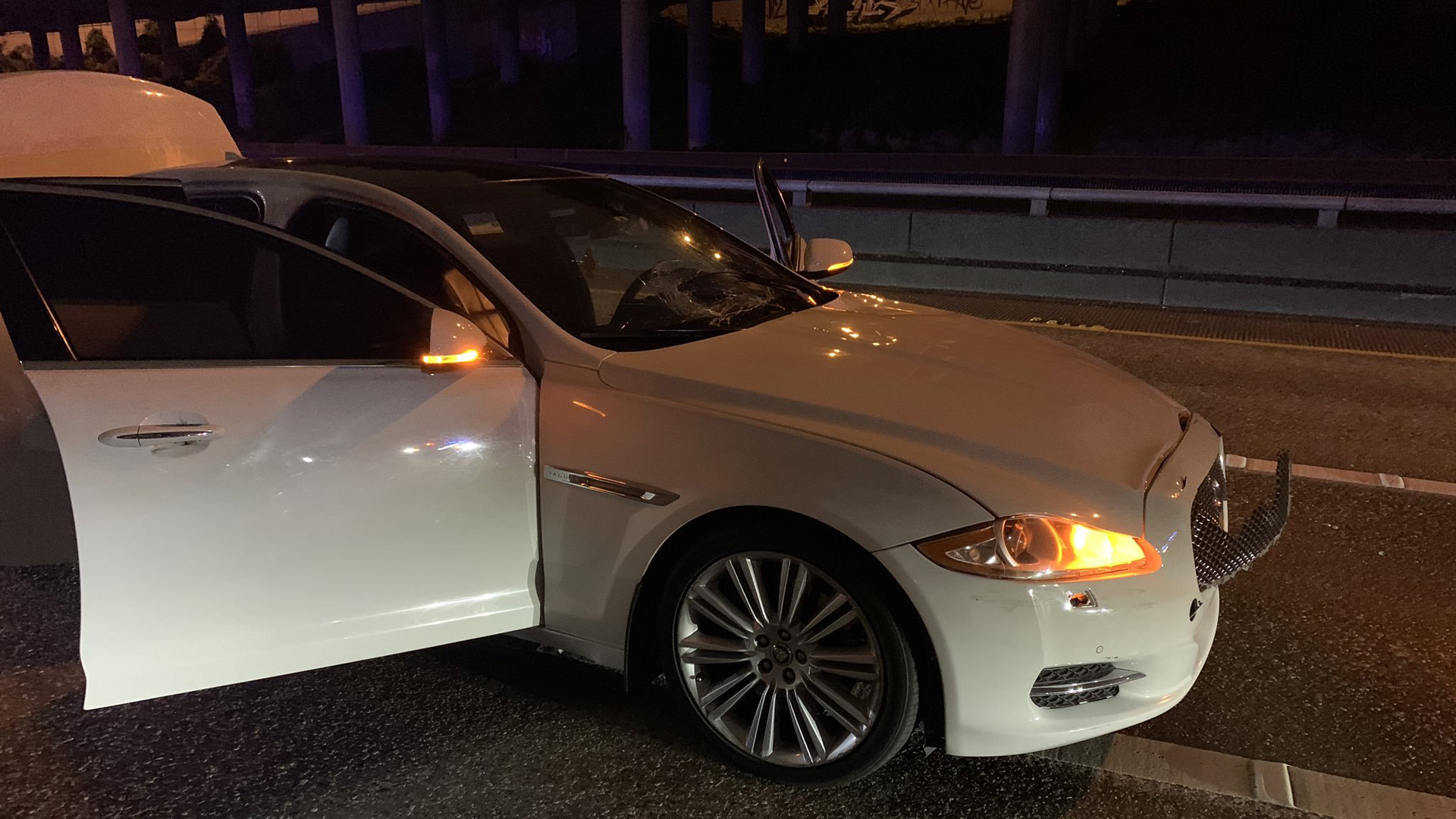 Auto atropella a 2 mujeres en autopista bloqueada — Seattle