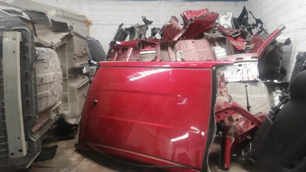 Aseguran en Cuautitlán Izcalli tonelada y media de refacciones y autos robados - Autopartes aseguradas en la FGJEM. Foto de @FiscalEdomex
