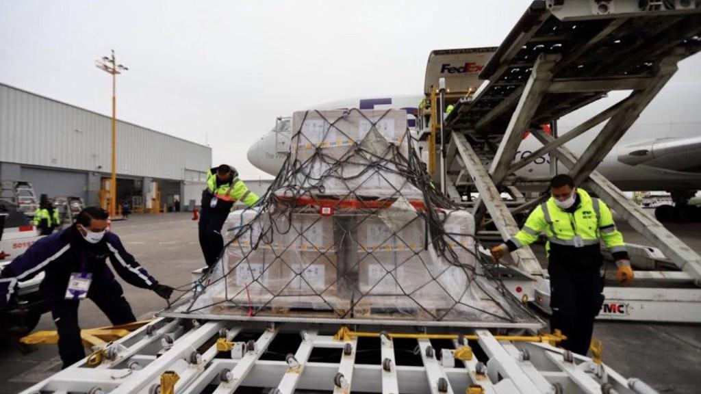 Llega octavo vuelo desde EE.UU. con 31 ventiladores para atención de pacientes de COVID-19 - Foto de SRE