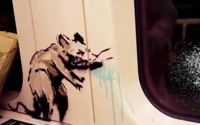 #Video Banksy interviene Metro de Londres para fomentar el uso del cubrebocas - Captura de pantalla