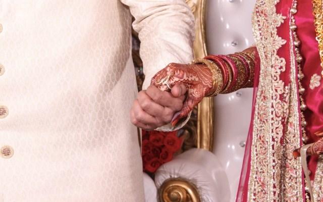 Novio con COVID-19 muere tras realizar boda masiva; confirman al menos 95 contagiados - Foto de Saad @saad