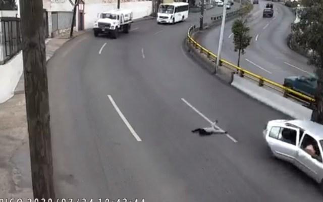 #Video Niño sale disparado de auto en movimiento en Zacatecas - Caída de menor de auto en movimiento en Zacatecas. Captura de pantalla