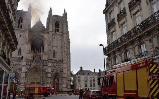#Video Controlan incendio en la catedral de Nantes - Foto de @Johanna_Rolland