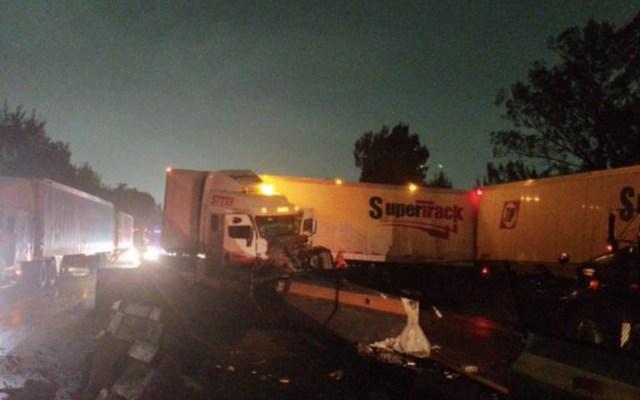 Choque de tráiler provoca cierre en ambos sentidos de la autopista México-Querétaro - Foto de Guardia Nacional carreteras