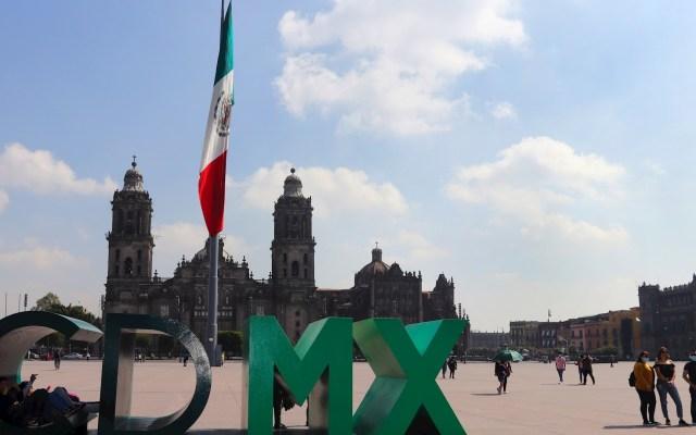 Ciudad de México suma dos colonias más a Semáforo Rojo de COVID-19 - Vista de la Plaza de La Constitución en la Ciudad de México. Foto de EFE/José Pazos.