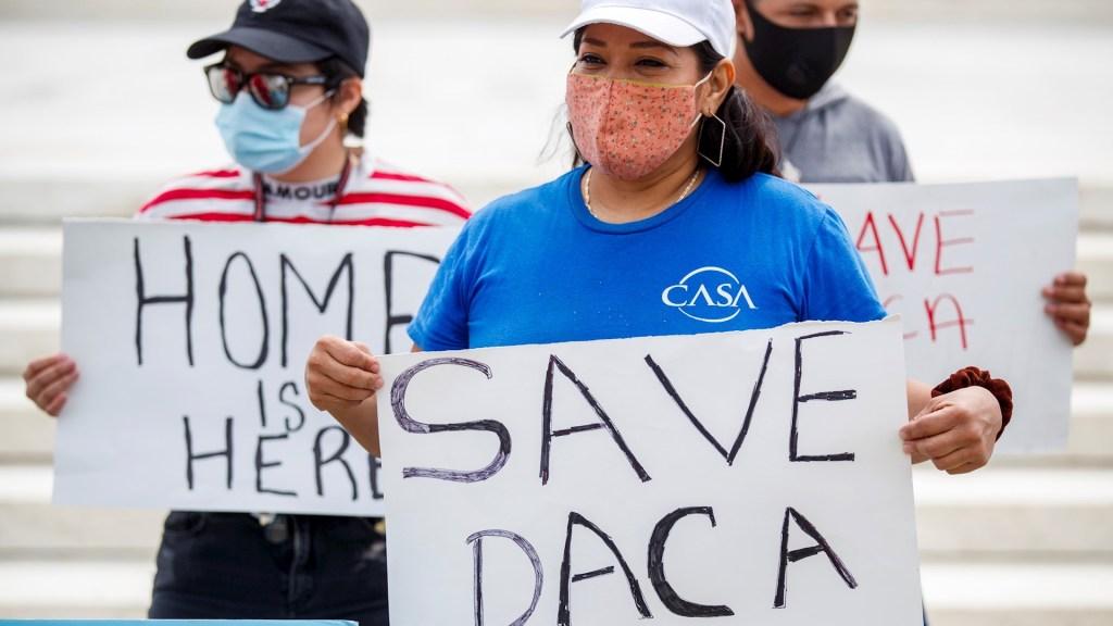 """Reforma migratoria es cuestión de """"justicia y humanidad"""", asegura Biden - DACA Dreamers Estados Unidos soñadores jóvenes migrantes"""