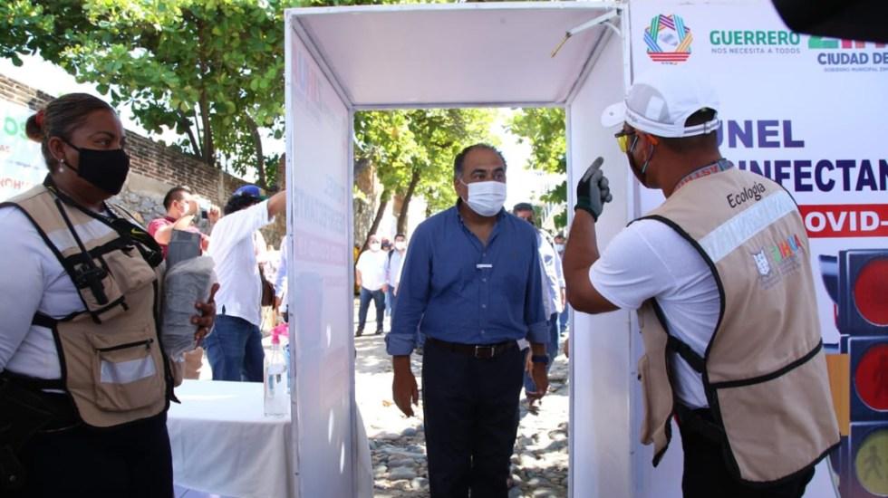 Gobierno de Héctor Astudillo refuerza prevención del COVID-19 en Zihuatanejo - El gobernador de Guerrero, Héctor Astudillo, prueba filtro sanitario en Zihuatanejo. Foto de @HectorAstudillo