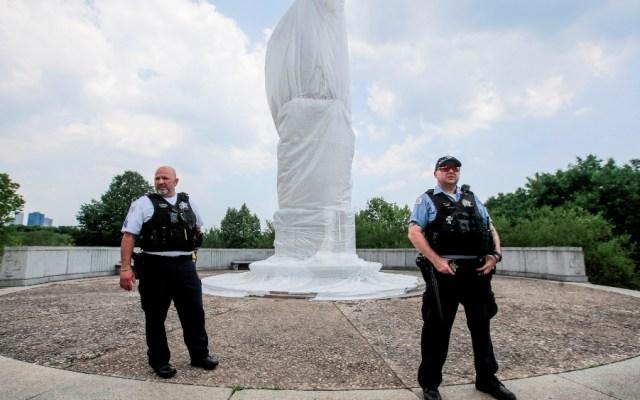 Piden retirar la estatua de Cristóbal Colón en Chicago tras disturbios - Foto de EFE