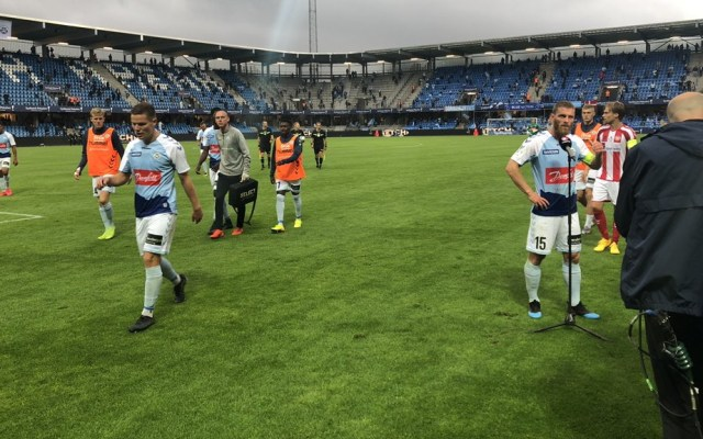 Suspendida 14 minutos final de copa danesa al incumplir aficionados distancia - Final copa danesa SønderjyskE Fodbold