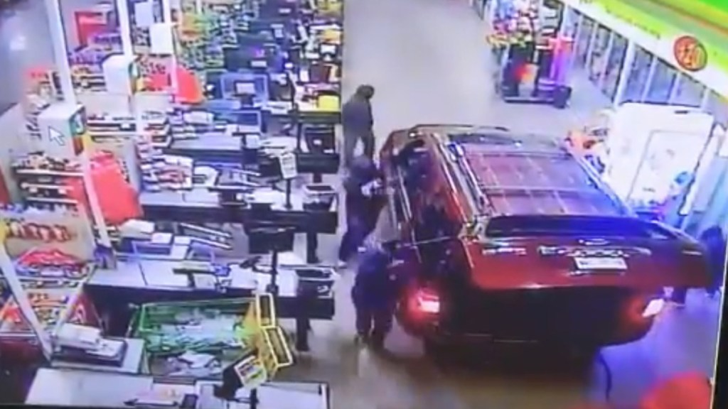 #Video Policía frustra robo de cajero en supermercado de Acolman - Intento de robo de cajero automático al interior de supermercado en Acolman. Captura de pantalla