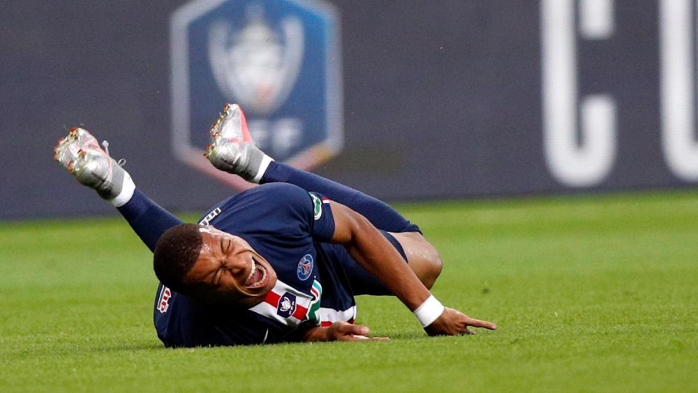 PSG confirma esguince de Mbappé; será baja por tres semanas - Foto de EFE