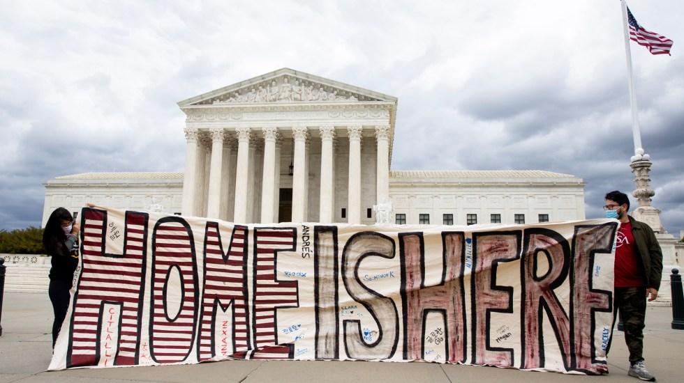 Juez pide explicaciones al gobierno de Trump sobre cumplimiento de DACA - Manifestación a favor de los 'dreamers' frente al Tribunal Supremo de EE.UU. Foto de EFE