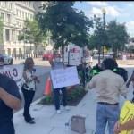 #Video Manifestantes acosan a reportera de Grupo Fórmula afuera de la Casa Blanca