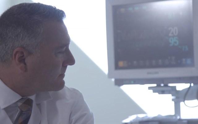 Tecnología israelí advierte hasta 8 horas antes fallo respiratorio por COVID-19 - Monitoreo de signos vitales de paciente. Captura de pantalla / CLEW