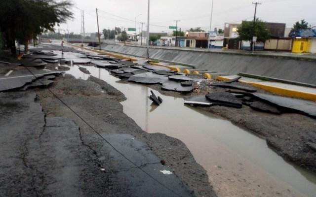 Pavimento se parte en calle de Nuevo León tras paso de Hanna - Pavimento roto en calle Cordillera de Himalaya por inundaciones. Foto de @LeydaEstradat