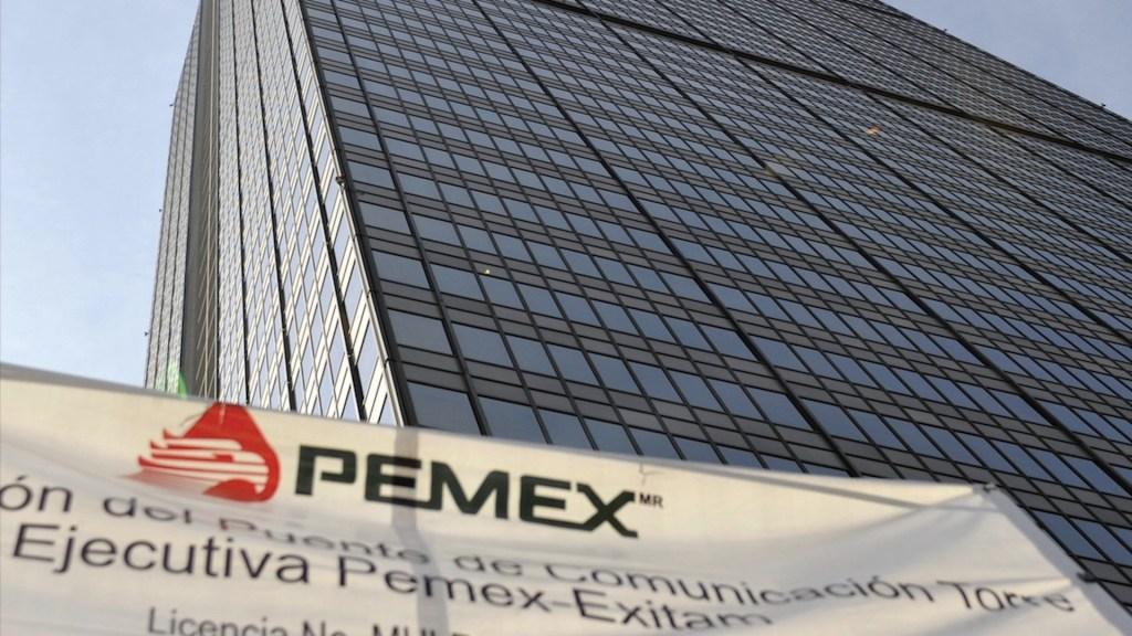 Pemex comenzaría a intercambiar crudo por gasolina para ahorrar efectivo - pemex