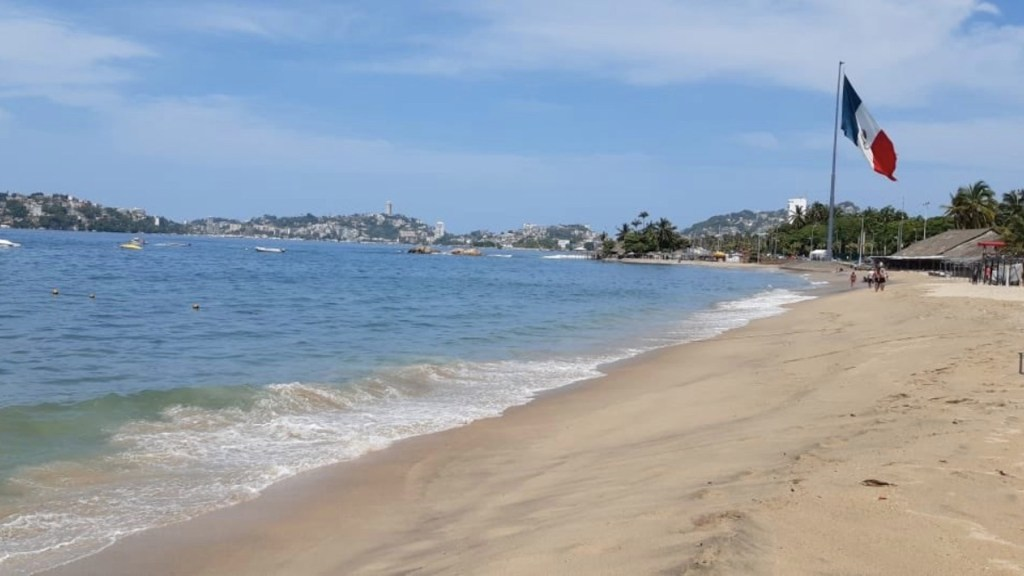 Tras tres meses cerradas, reabren playas de Acapulco - Foto de Twitter Héctor Astudillo