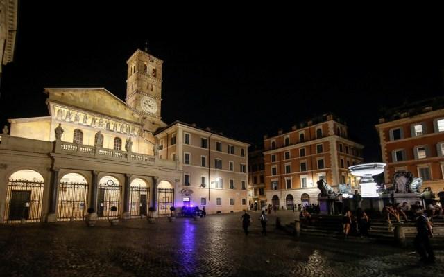 Es momento de reabrir destinos turísticos en Europa, sostiene OMT - presentación de la nueva iluminación de la Basílica de Santa María en Trastevere, Roma, Italia. Foto de EFE