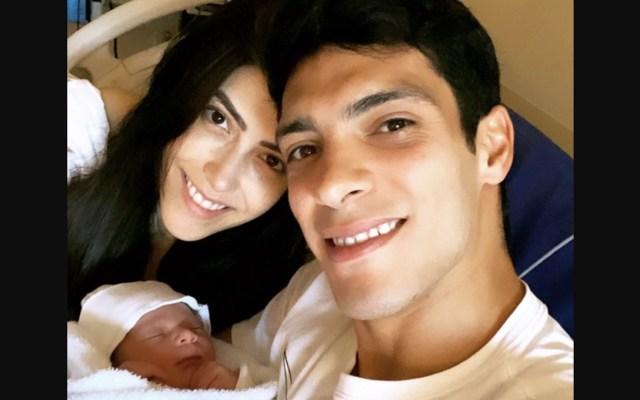 """Nació Arya, hija de Raúl Jiménez; Wolves le da la """"bienvenida al equipo"""" - Foto de Twitter Raúl Jiménez"""