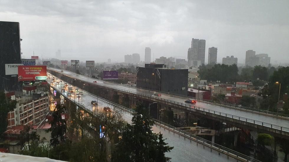 Tormenta al sur de la Ciudad de México; granizada afecta Santa Fe - Tarde lluviosa al sur de la Ciudad de México. Foto de @rehaltv