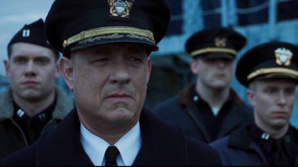 Si no te lavas las manos y no usas cubrebocas, debería darte vergüenza: Tom Hanks - Tom Hanks en la película Greyhound. Captura de pantalla / Apple Tv