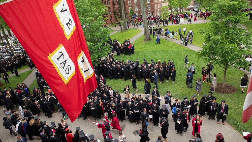 Universidades demandan a gobierno de EE.UU. por norma para visas de estudiantes - Foto de Universidad de Harvard