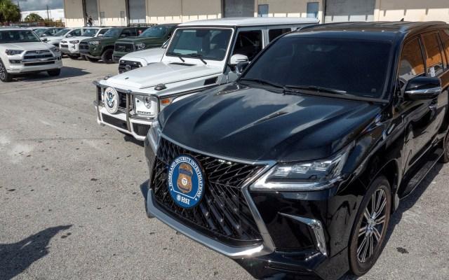 EE.UU. decomisa 81 vehículos que iban a ser enviados a Venezuela - Vehículo decomisado valorado en 95 mil dólares. Foto de EFE