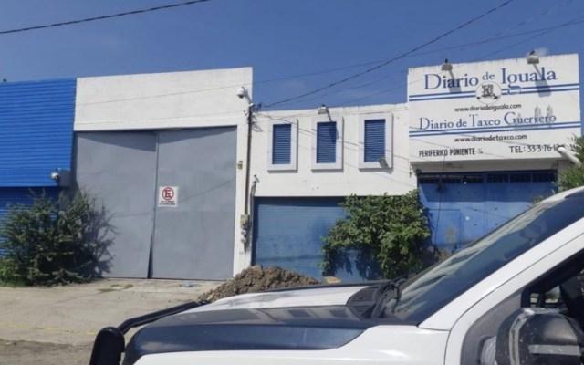 Atacan a balazos instalaciones del Diario de Iguala - Foto de El Sur de Acapulco