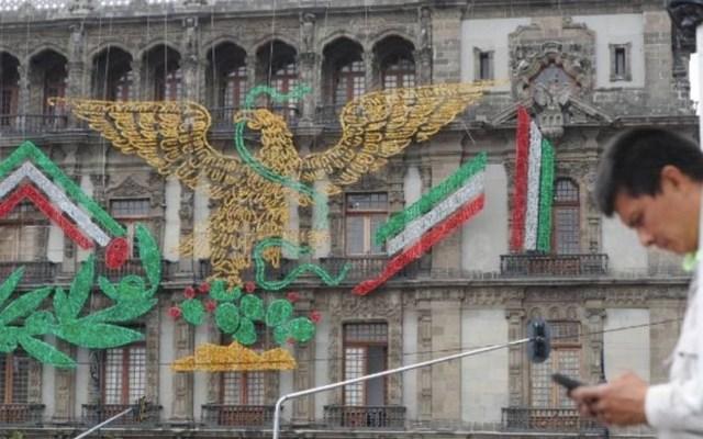Defiende Sheinbaum águila juarista en decoración por el Día de la Independencia - Foto de El Sol de México
