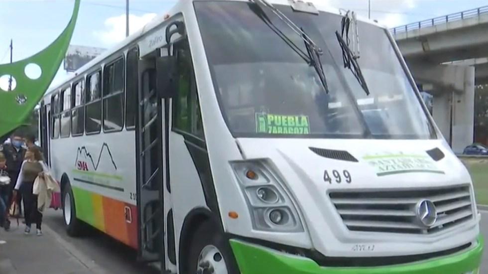 Hieren de bala a dos mujeres en la CDMX durante asalto en transporte público - Camión del transporte público en el se efectuó un asalto, en Iztapalapa. Captura de pantalla