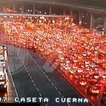 Saturan la México-Cuernavaca pese a restricciones por COVID-19
