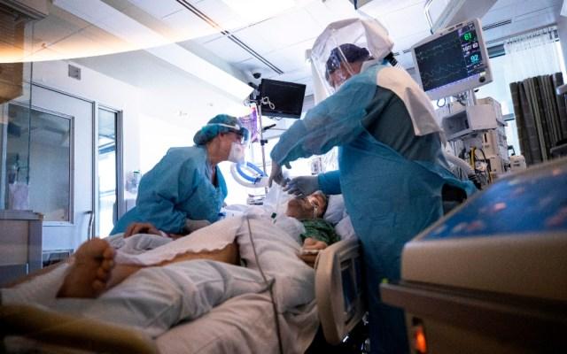 Estados Unidos se aproxima a los 200 mil muertos por COVID-19 - Atención de paciente con COVID-19 en California, EE.UU. Foto de EFE