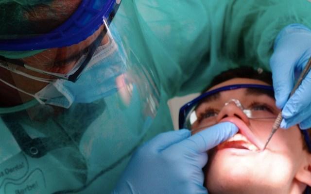 """COVID-19 afecta a servicios dentales """"de una forma de la que no hay precedentes"""", asevera la OMS - Foto de EFE"""