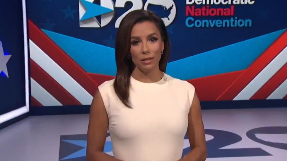 """Donald Trump ha dejado a EE.UU. """"socavado y dividido"""", expresa Eva Longoria - Eva Longoria Demócrata convención 2020Eva Longoria Demócrata convención 2020"""