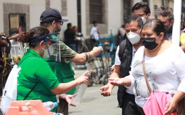 Prohíben en Centro Histórico capitalino venta de alimentos en vía pública - Filtro sanitario en el Centro Histórico de la CDMX. Foto de @AutoridadDelCentroHistorico