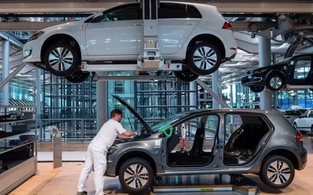 Venta de vehículos ligeros en julio tuvo caída anual de 31.3 por ciento, revela Inegi - Foto de Bloomberg