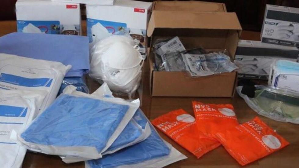 Entrega el rector Enrique Graue de la UNAM kits de protección a enfermeros - Kits de protección contra COVID-19 entregados por la UNAM a enfermeros y enfermeras. Foto de @SalaPrensaUNAM