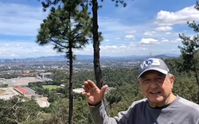 #Video Se ejercita López Obrador en cerro de Tlalpan; presume calidad del aire - López Obrador desde cerro de Tlalpan. Captura de pantalla