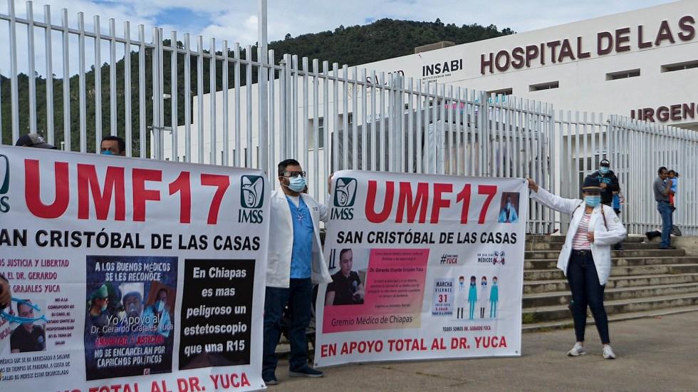 Conceden libertad a médico de Chiapas acusado de abuso de autoridad - Marcha Chiapas médico COVID-19 2 personal de salud