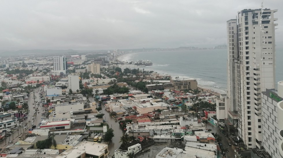 Cierran puerto de Mazatlán por 'Hernán' - Mazatlán, Sinaloa. Foto de @fer_rodgz