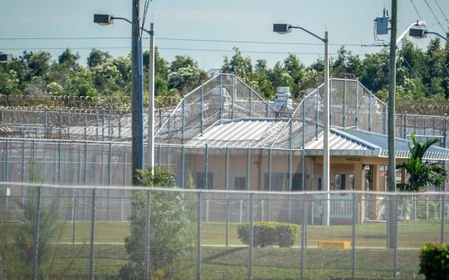 Murió por COVID-19 segundo migrante en custodia de ICE en Florida - Foto de EFE