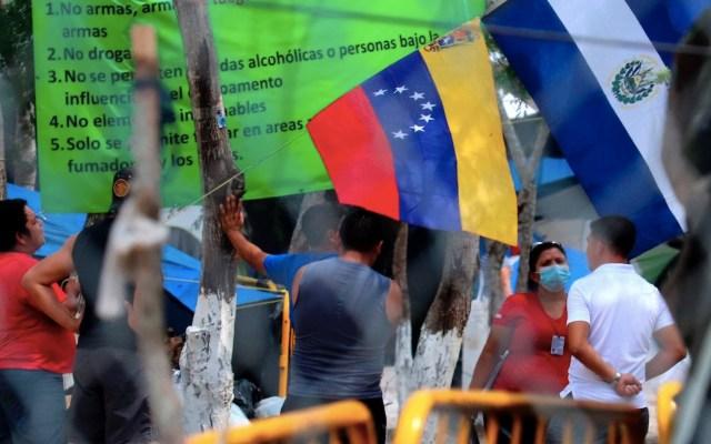 Trump suspende la deportación de venezolanos y les concede permisos laborales - Foto de EFE