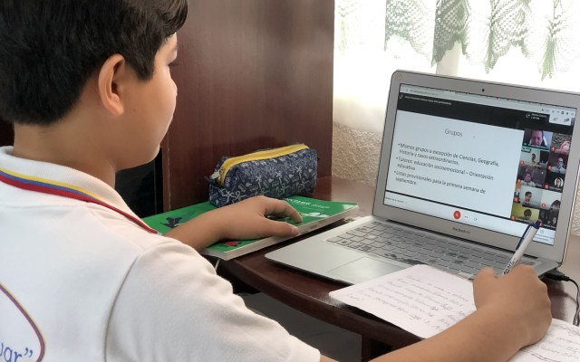 México no se rindió en educación pese a pandemia: Esteban Moctezuma tras inicio del Ciclo Escolar - Niño en clases virtuales. Foto de IMSS