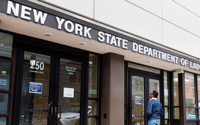 Aumentan a 1.1 millones las solicitudes semanales de subsidio por desempleo en Estados Unidos - Foto de EFE